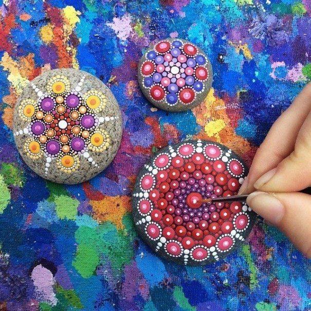 Sassi - Arte e disesgni sui sassi colorati (13)