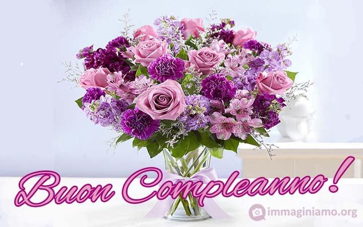 Mazzo di fiori colorato per augurare un buon compleanno