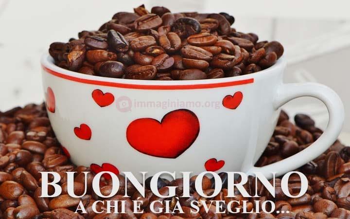 Immagini buongiorno tazza con cuore e caffè