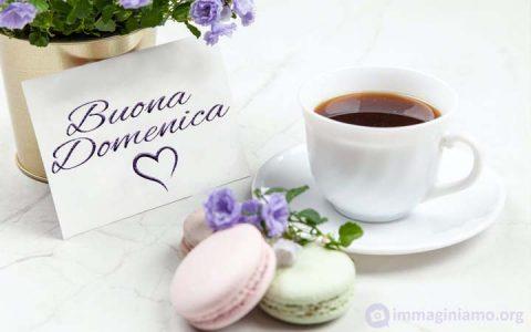 Una tazza di te e dei biscotti per augurare a tutti una buona domenica